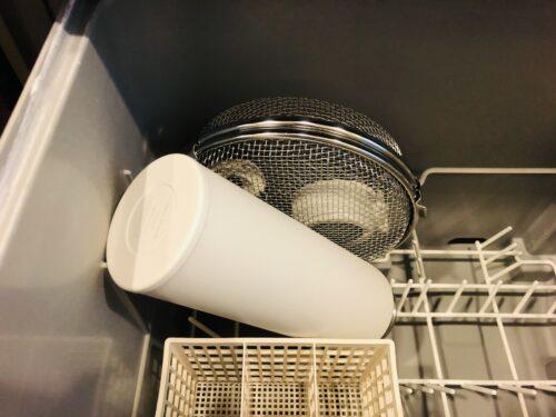 食洗機カゴを使うとふたやパッキンなどの小物も楽に洗える